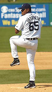 Lino Urdaneta pitching for the Detroit Tigers