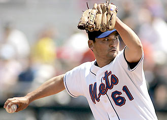 Chan Ho Park pitching for the New York Mets