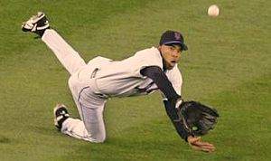 Mets outfielder Endy Chavez makes a diving catch