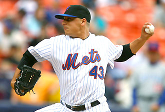 Jason Vargas pitching for the Mets at Shea in May
