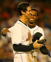 Jose Reyes congratulates Shawn Green after Green's game-winning single against the Braves