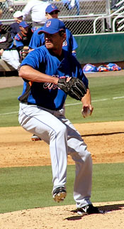 Scott Schoeneweis pitching for the Mets