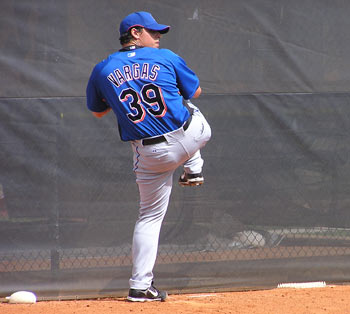 Jason Vargas pitching