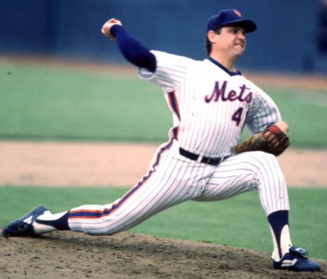 tom-seaver-stride